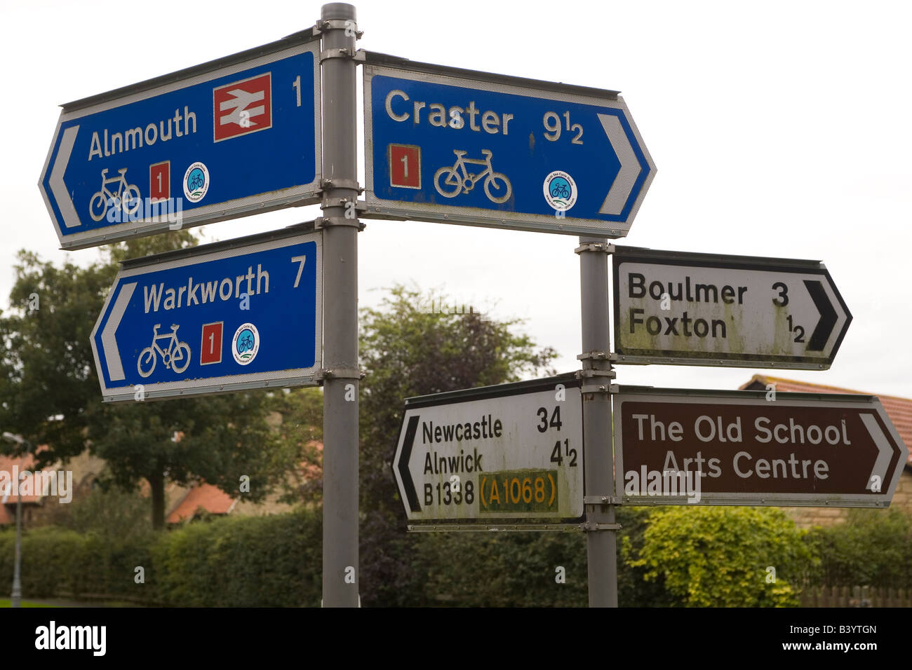 Cycle routes in Northumberland. Signs mark routes along the scenic Northumberland coast. - Stock Image