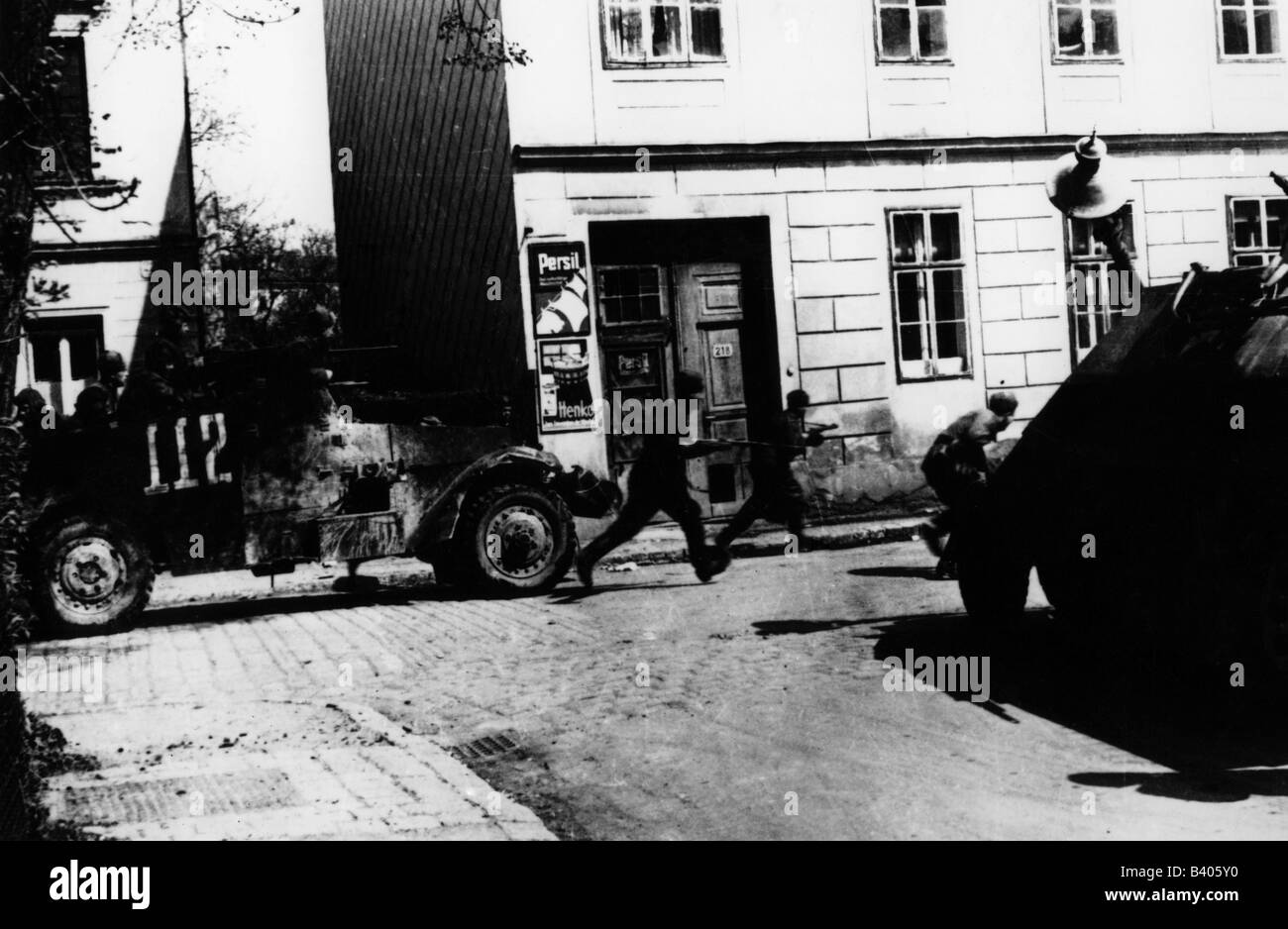 events, Second World War / WWII, Germany, Battle of Berlin, advancing Soviet soldiers with American M3 Scout Car, - Stock Image