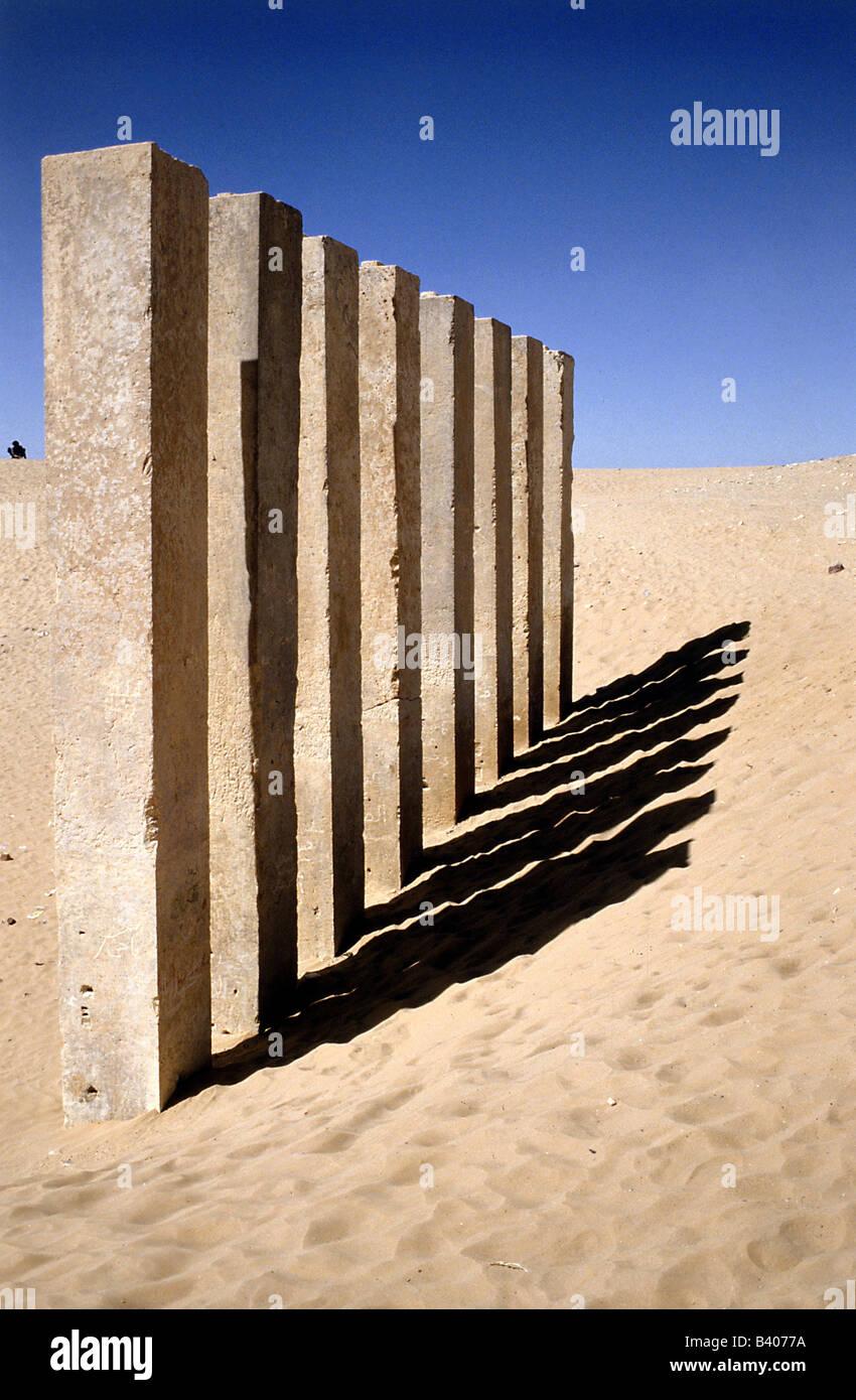 geography / travel, Yemen, Marib, 8 columns of the temple of the Bilqis, Awwam temple, column, shade - Stock Image