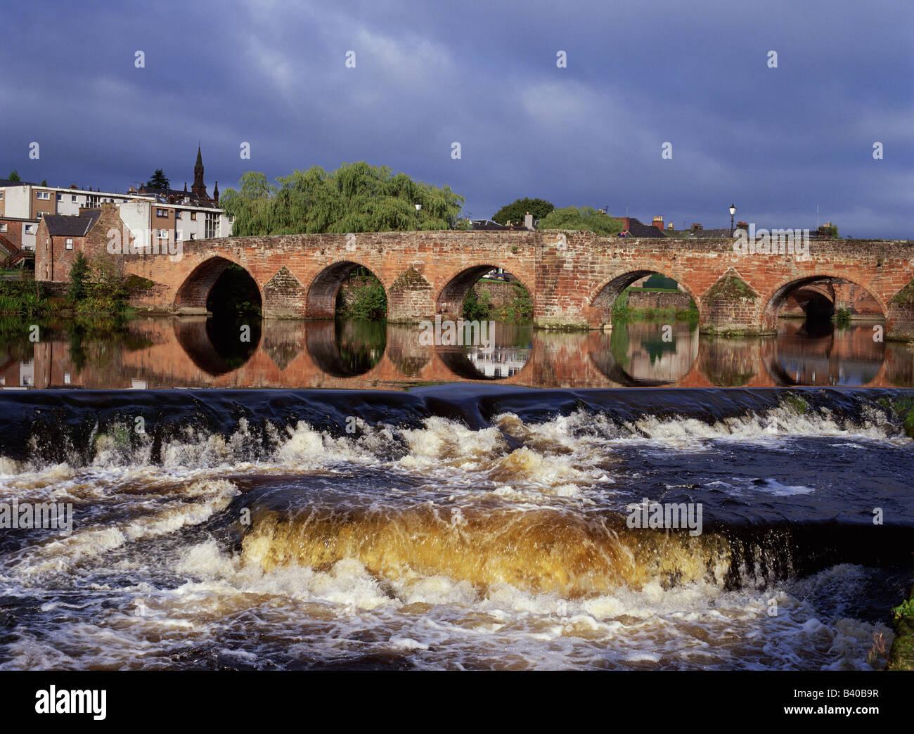 dh Devorgilla bridge River Nith DUMFRIES GALLOWAY Scottish Devorgillas old Multiple stone arch bridges scotland rivers Stock Photo