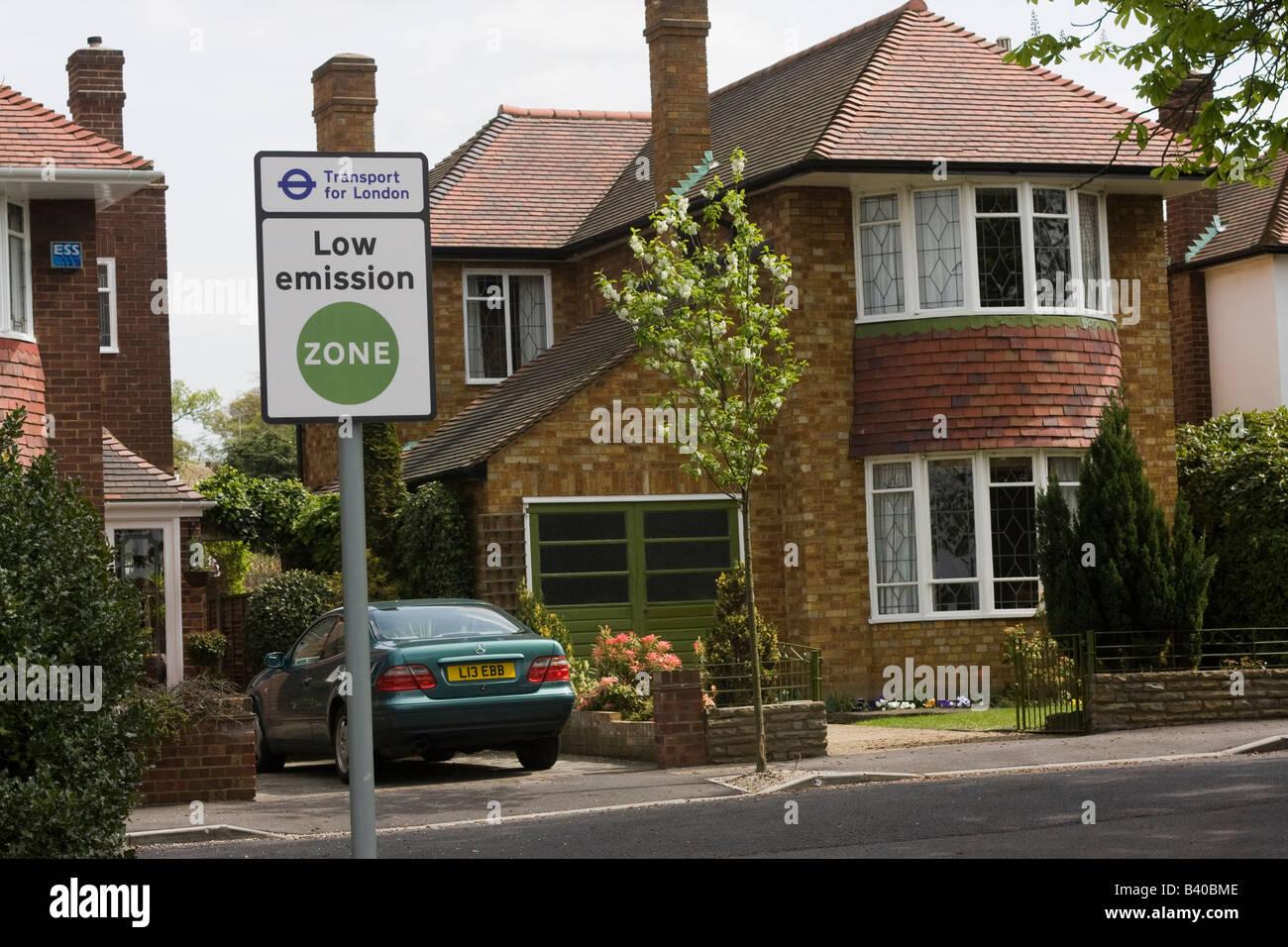 Low emission zone sign TFL 'Transport for London' side road - Stock Image