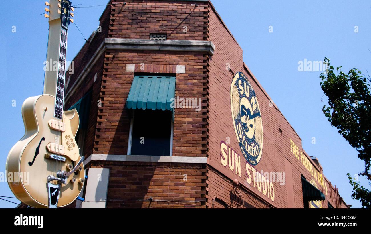 Gibson guitar motif above Sun Studio cafe front door Memphis Tennessee - Stock Image