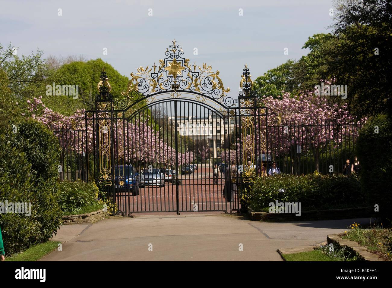 London Regents Park Gates wrought iron Stock Photo: 19681232 - Alamy