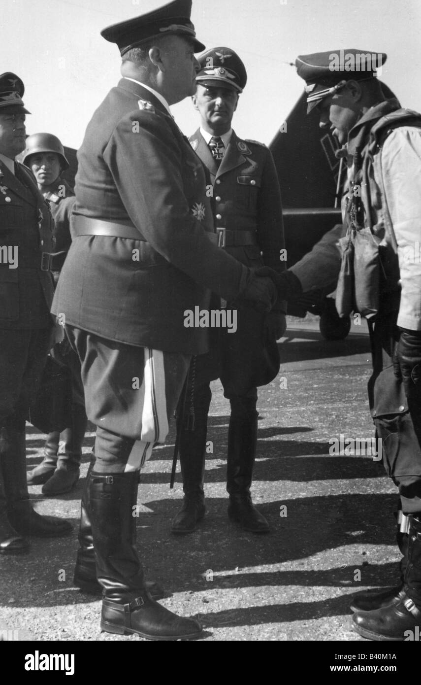 Sperrle, Hugo  7.2.1885 - 7.4.1953, German General, visiting an airfield, France 1940/1941, Second World War, aerial - Stock Image