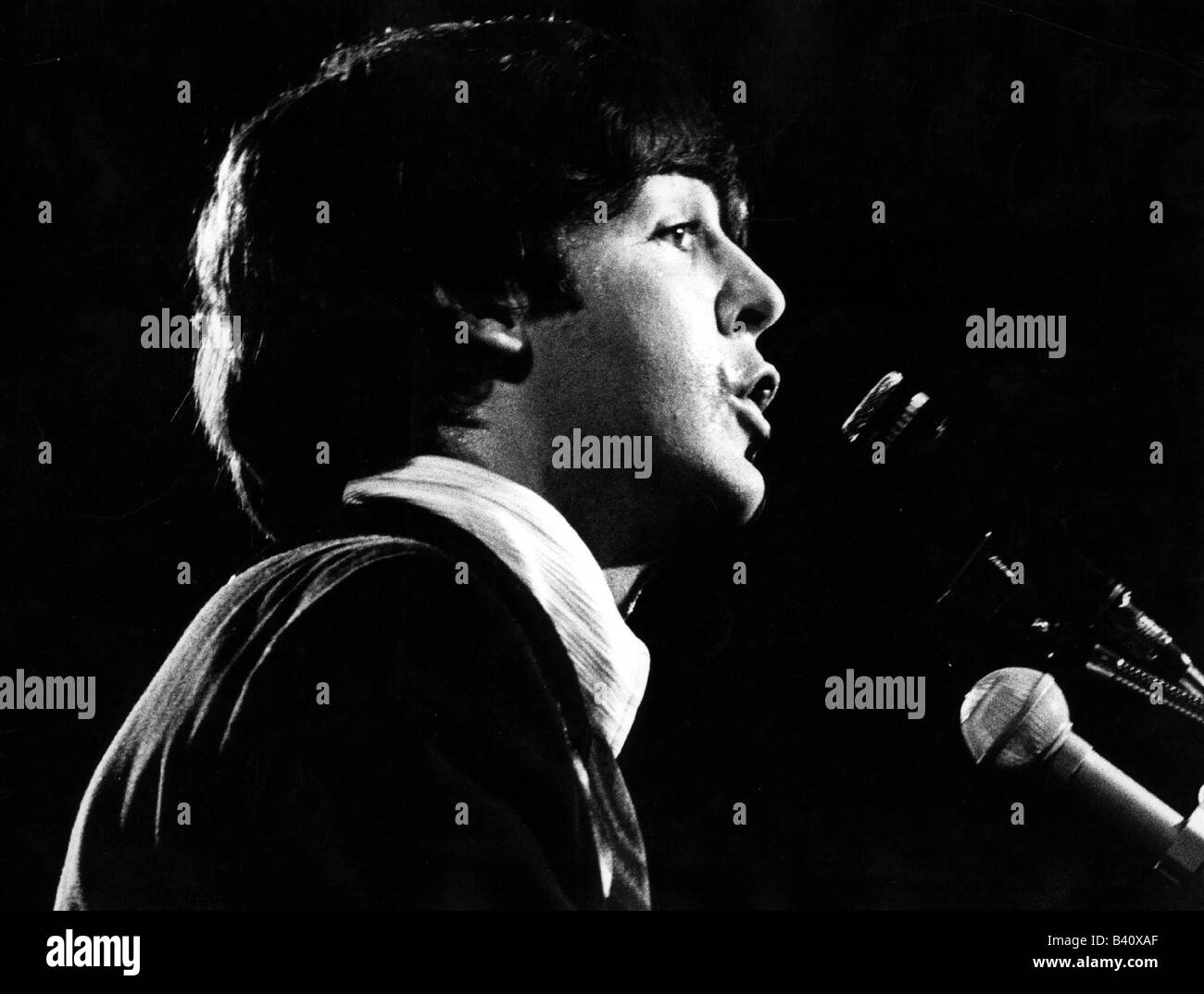 McCartney, Paul, * 18.6.1942, British singer and musician, (The Beatles), portrait, singing, in concert, 1966, 1960s, - Stock Image