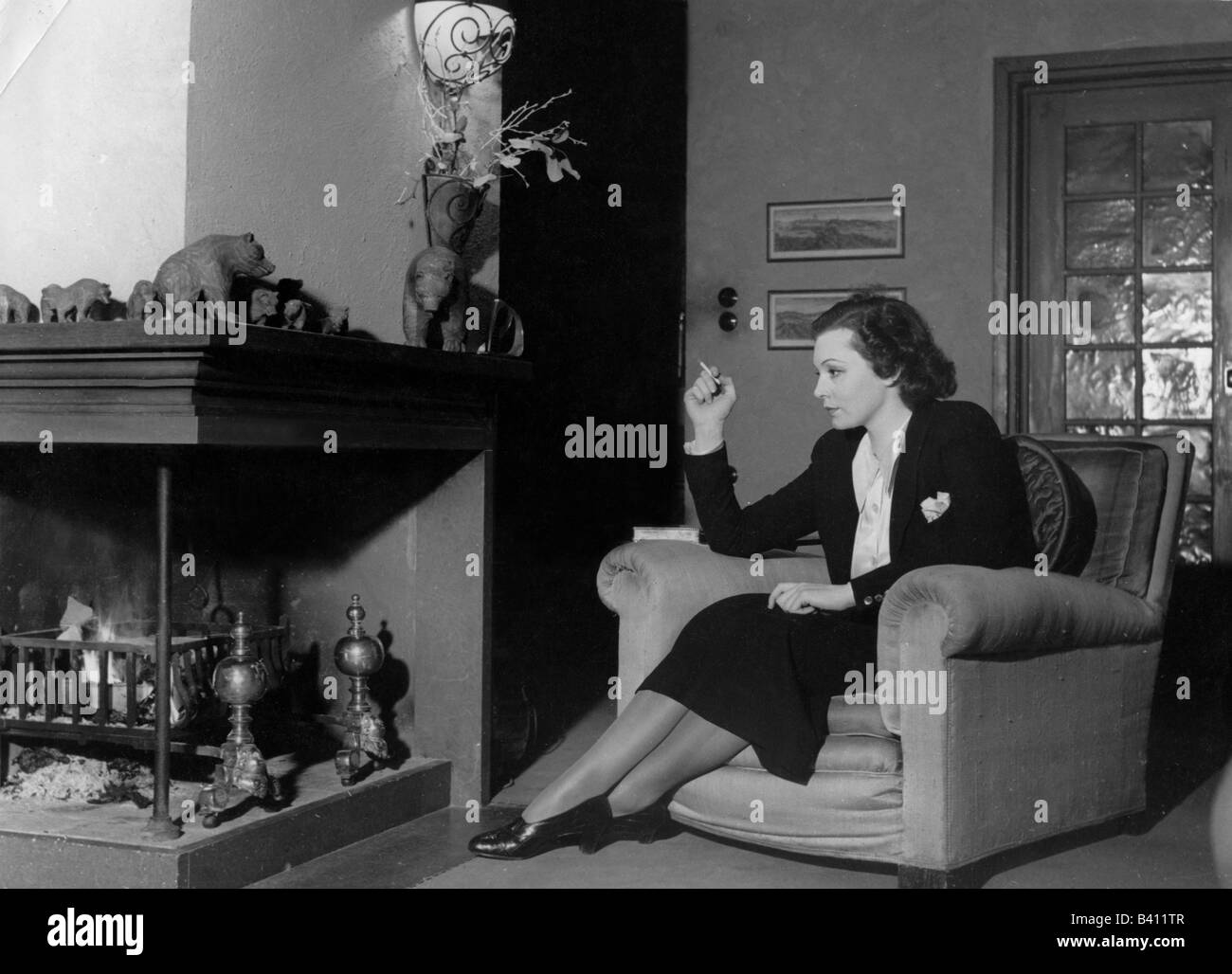 Leander, Zarah, 15.3.1907 - 23.6.1981, Swedish actress and singer, full length, in her house in Sweden, 1940s, Additional - Stock Image