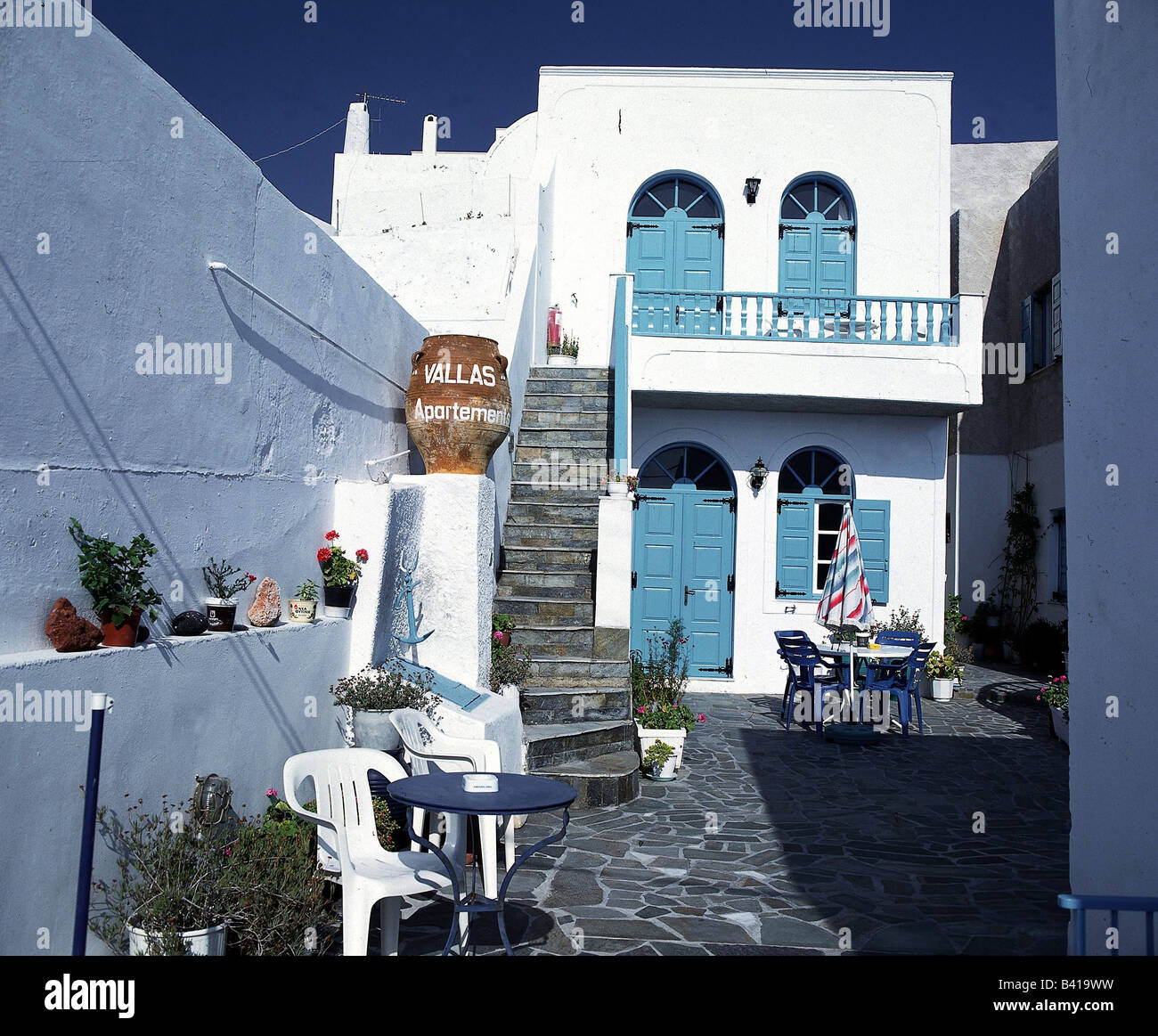 geography / travel, Greece, Cyclades, Santorini, Ia (Oia), holiday pension, exterior view, thera, court, idyll, - Stock Image