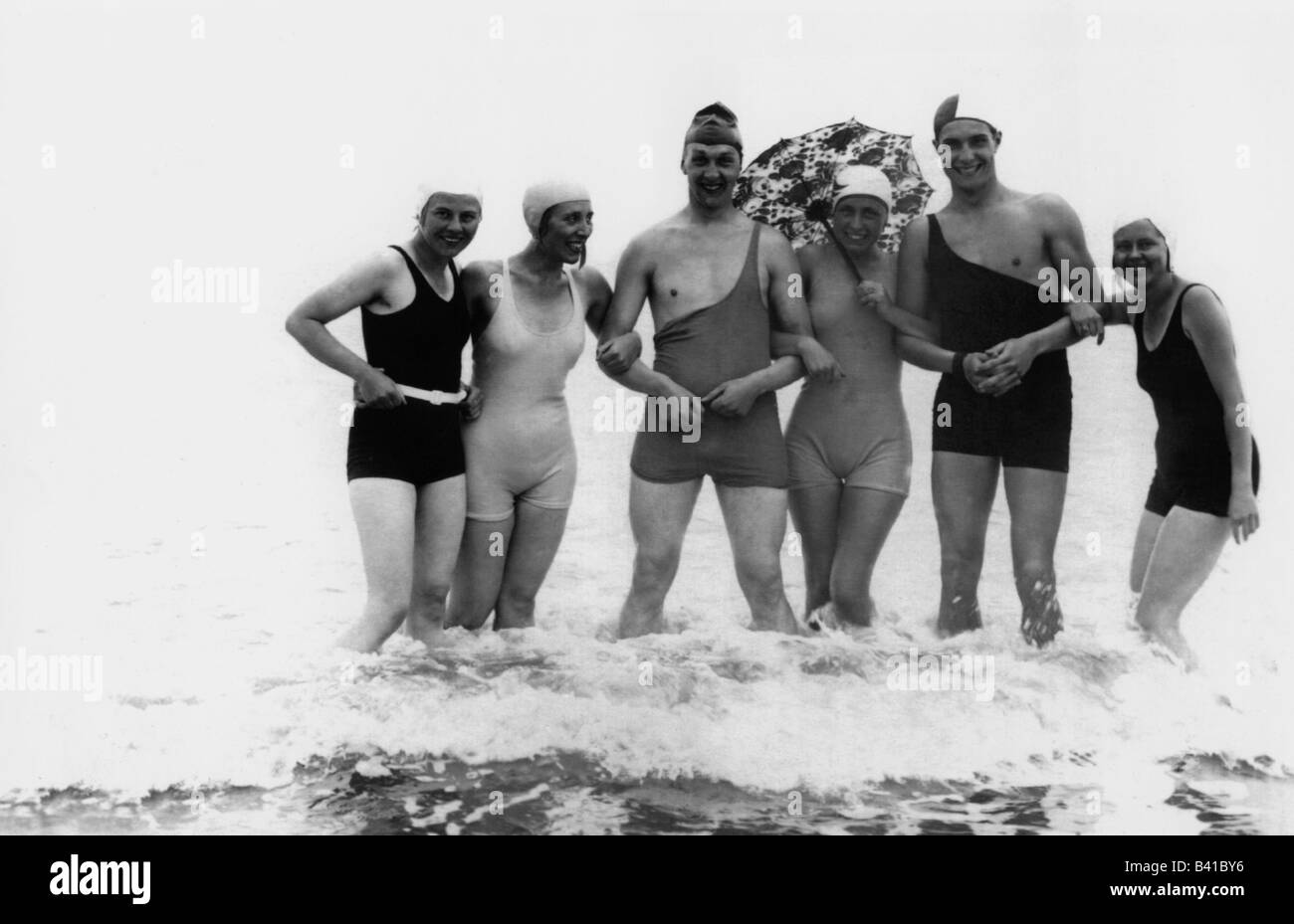 bathing, beach fashion, group of young people in swimsuits, 1920, Additional-Rights-Clearances-NA Stock Photo