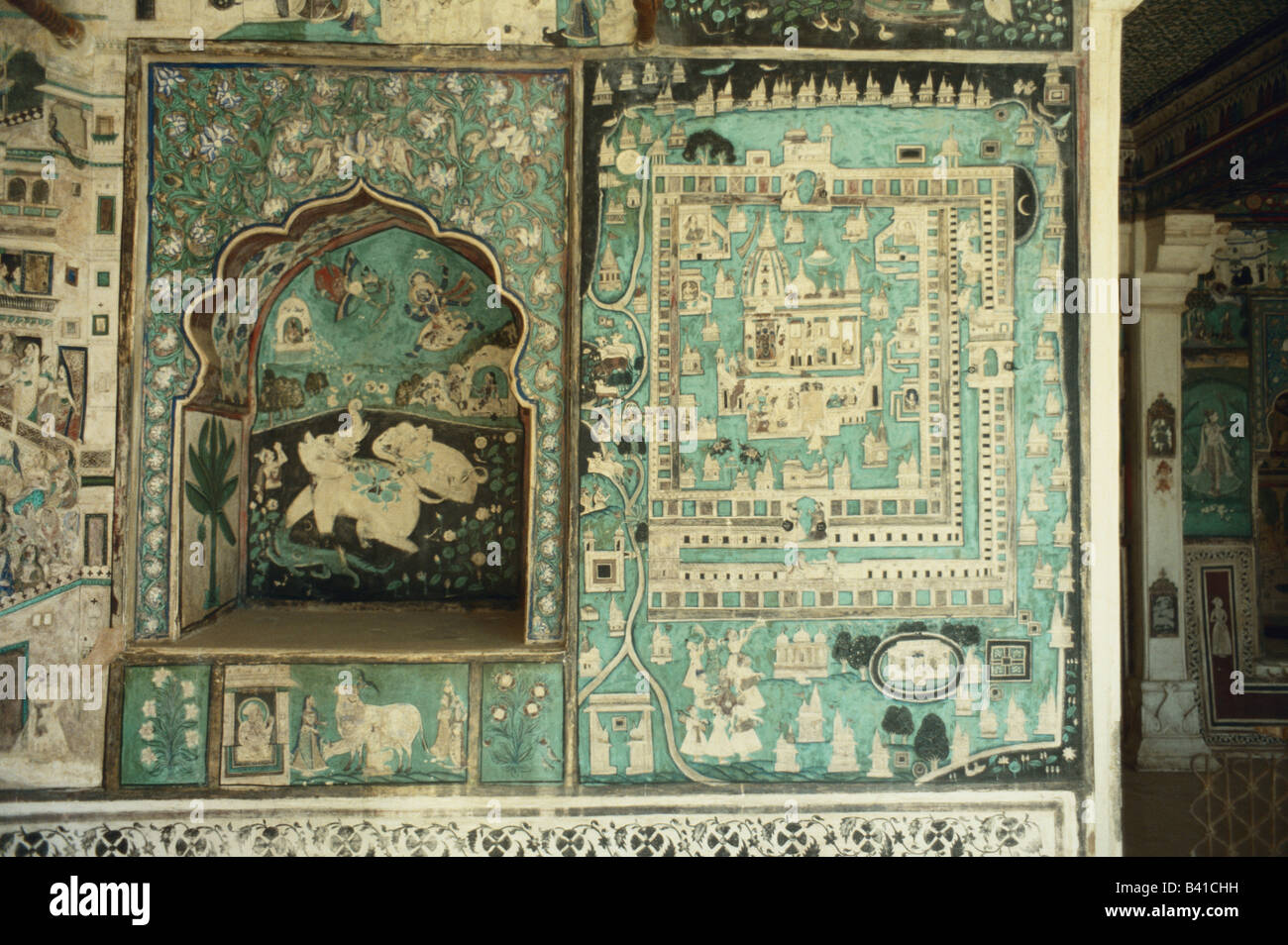 frescoes of stories painted for princesses at bundi fort palace rajasthan india - Stock Image