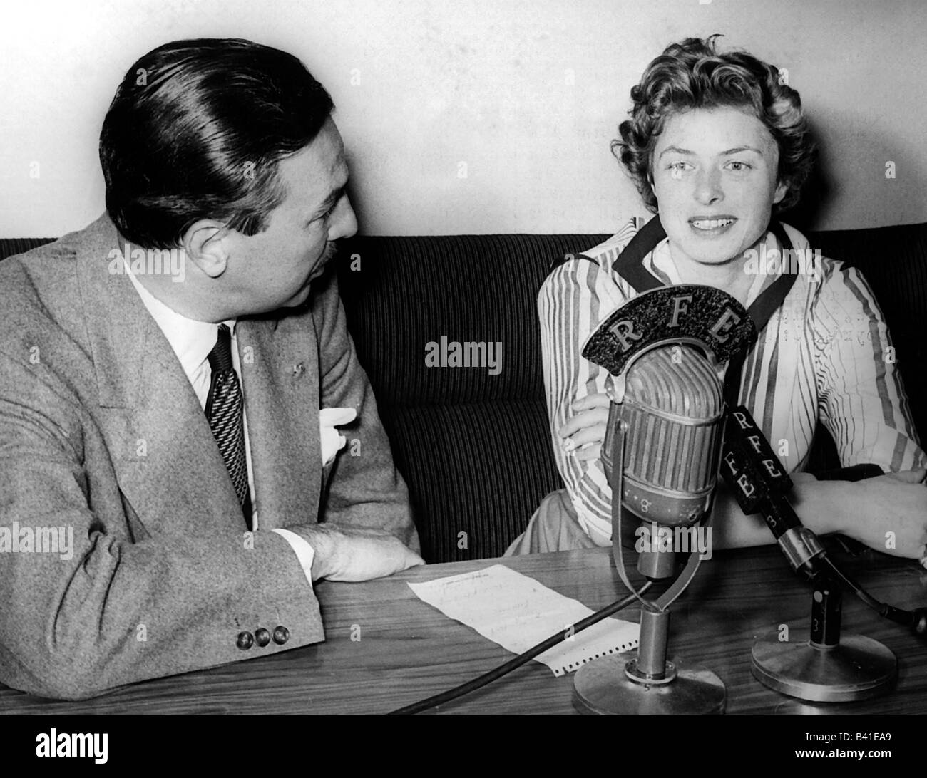Bergman, Ingrid, 29.8.1915 - 29.8.1982, Swedish actress, half length, during interview by Adam Clayton Powell, 21.8.1954, - Stock Image