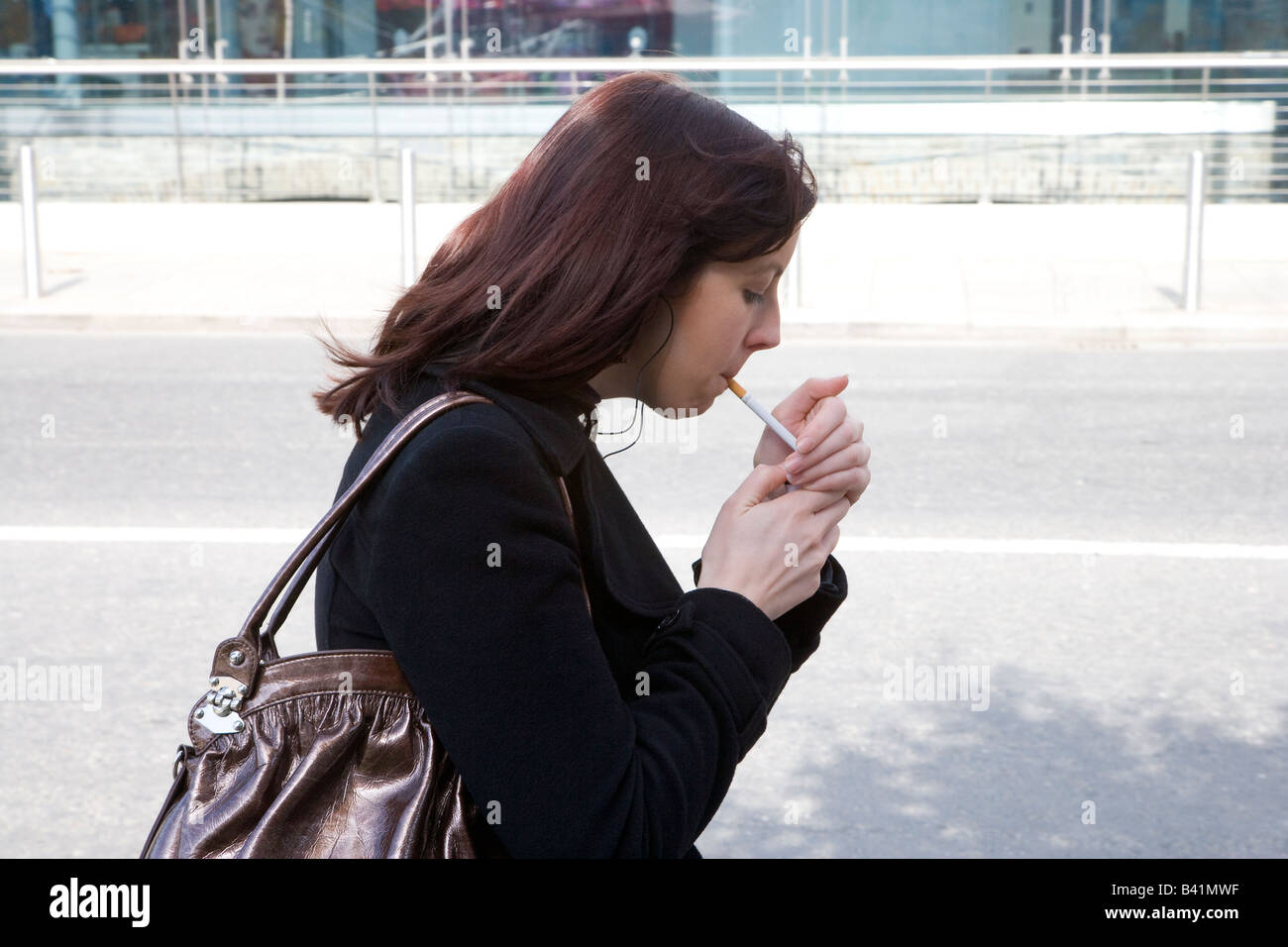Smoking Girl Lighting Stock Photos & Smoking Girl Lighting Stock Images - Alamy