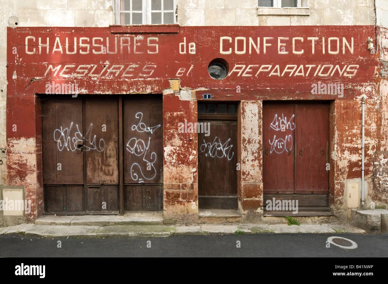 'Chaussures de Confection' shop sign, Sainte-Maure-de-Touraine, France. - Stock Image