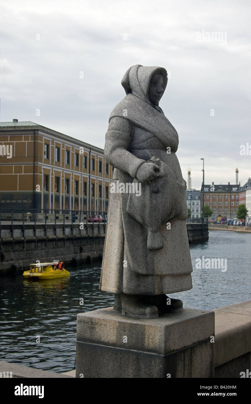 Statue of an Old Fishwife - Stock Image
