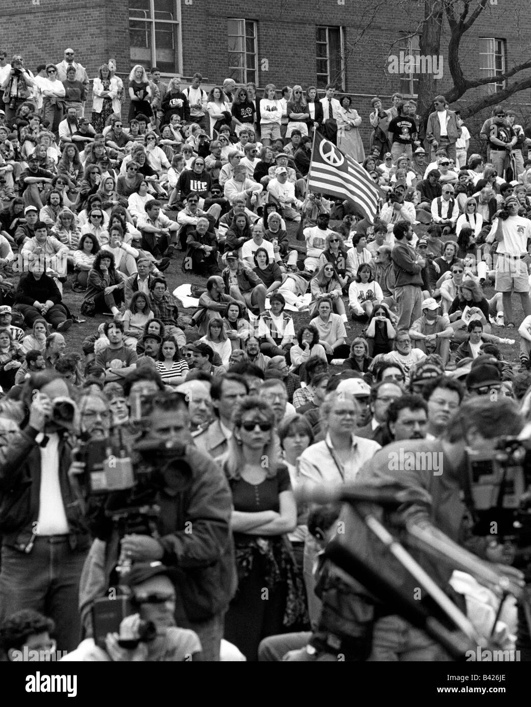 rally at kent state university on may 4, 1995, the 25th anniversary of the shootings that resulted in the killing - Stock Image