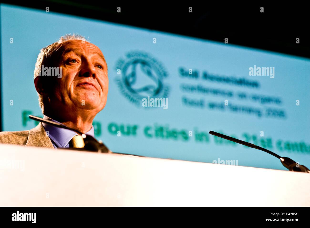 Ken Livingstone making a speech at 2006 soil Association Conference - Stock Image