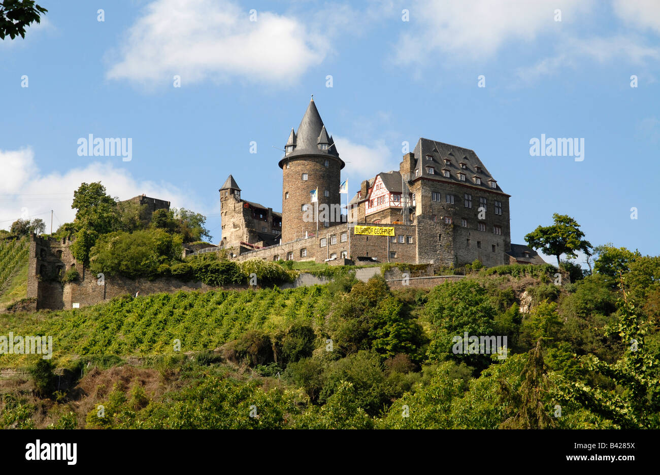 Burg Stahleck above the town Bacharach in the valley of the Rhine - Stock Image