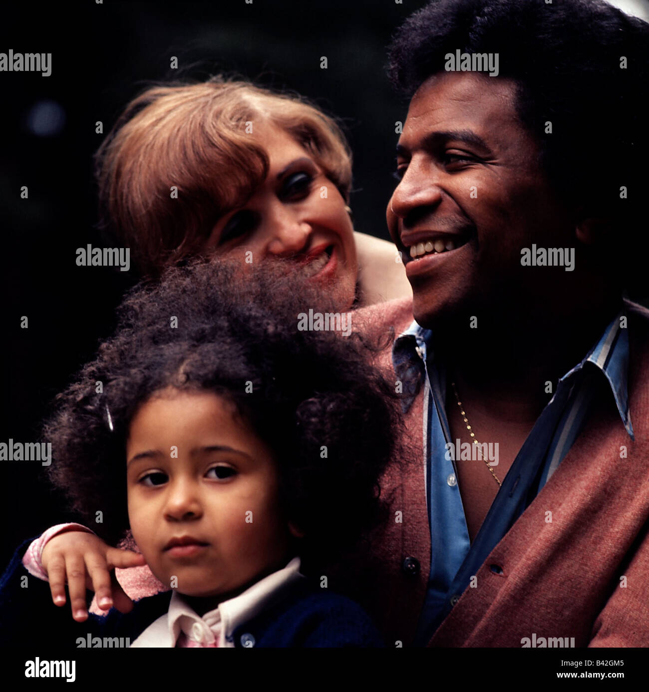 Blanco, Roberto, * 7.6.1937, German singer of Cuban origin, portrait, with wife Mireille and daughter Patricia, - Stock Image