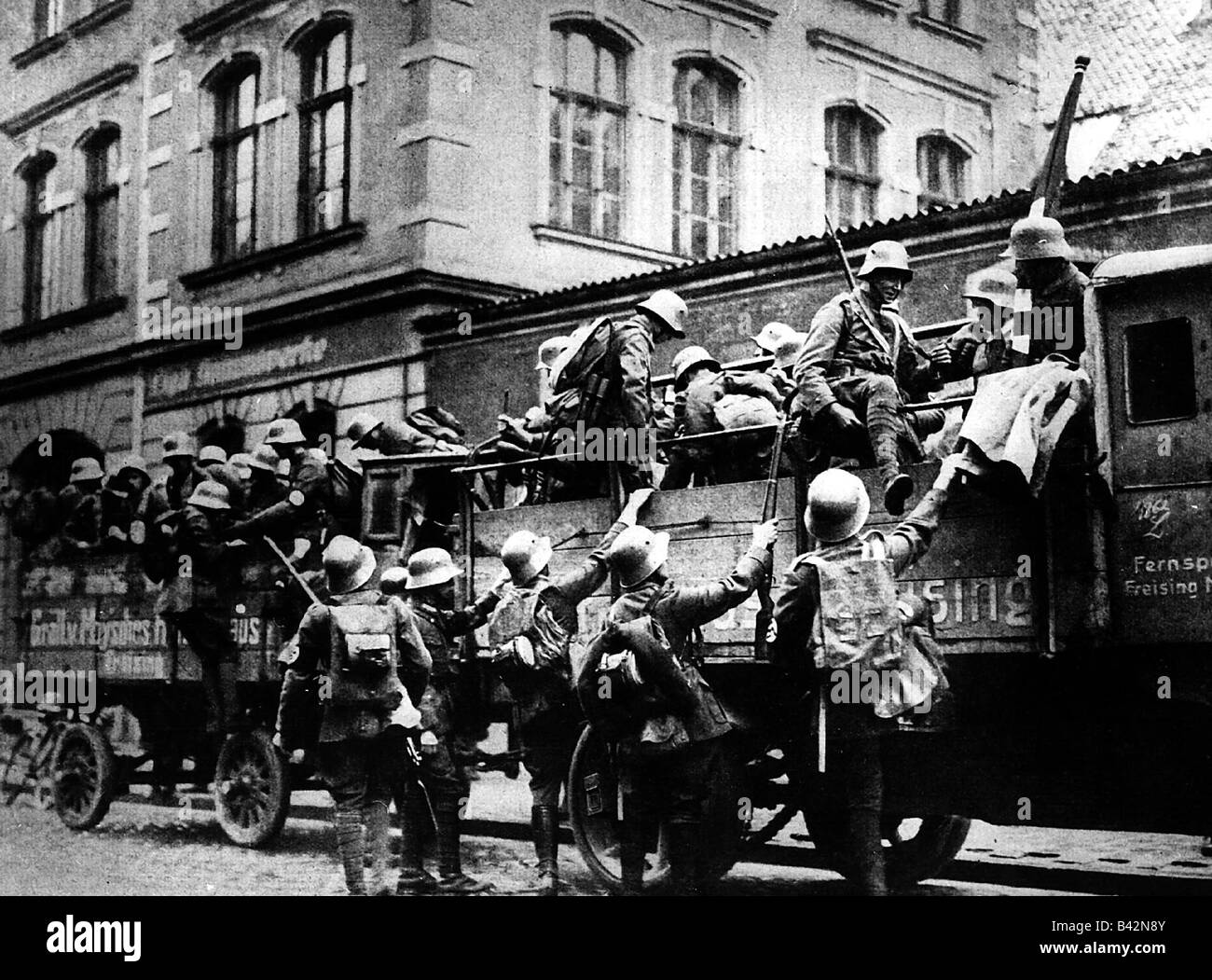 events, Beer Hall Putsch, 1923, rebells, men of SA (Storm Division/Sturmabteilung), getting on a lorry, Munich, - Stock Image