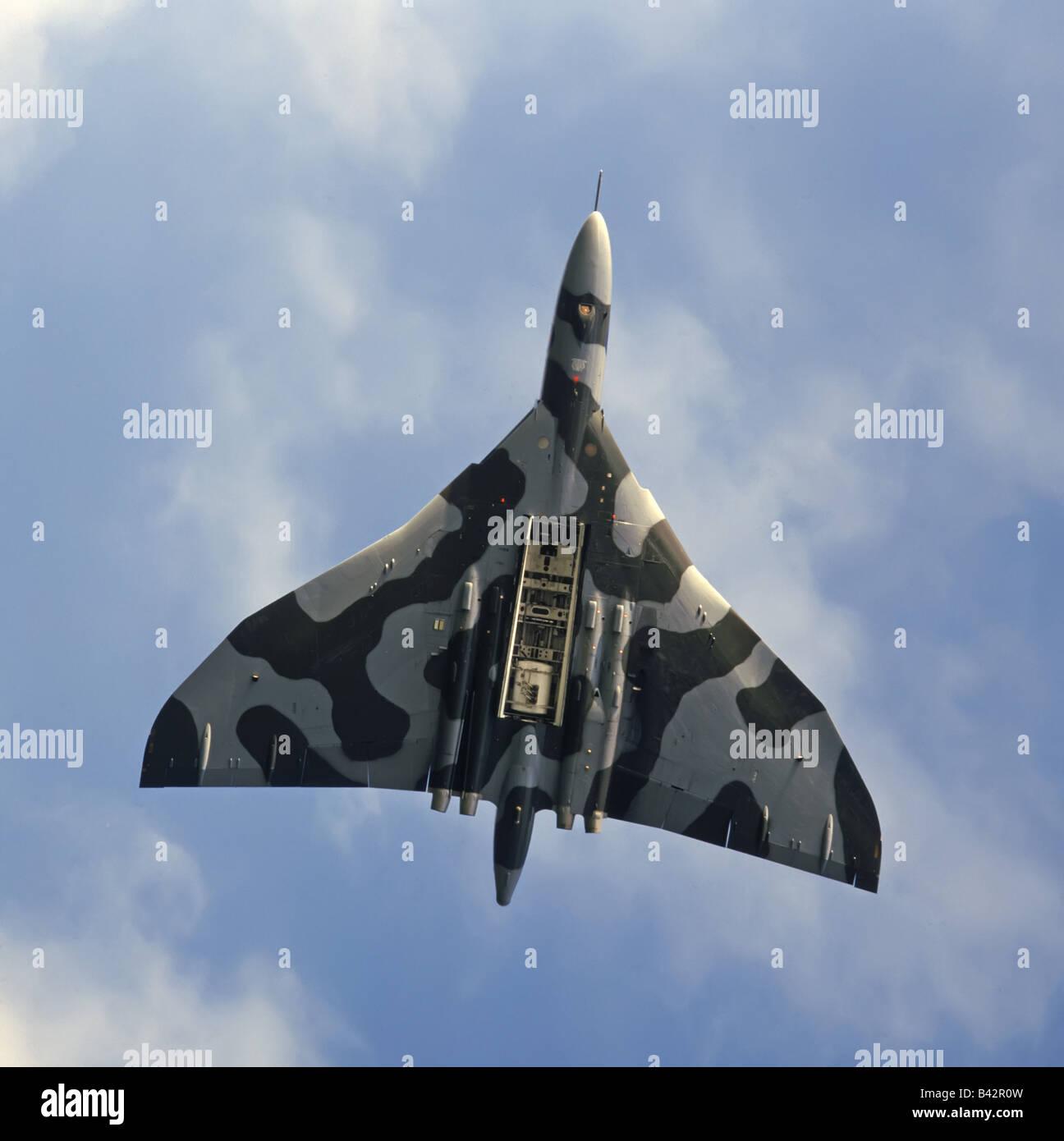 Vulcan bomber in flight bomb doors open & Vulcan bomber in flight bomb doors open Stock Photo: 19730953 - Alamy