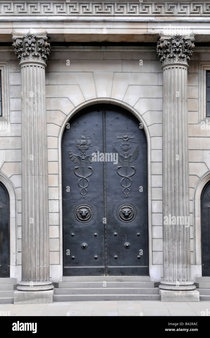 Closed main entrance doors to the Bank of England in the City of London seen on a Saturday - Stock Image