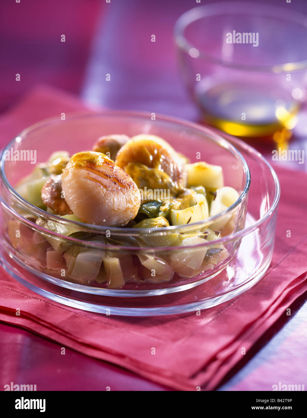 Scallpos and leeks in curry sauce Stock Photo