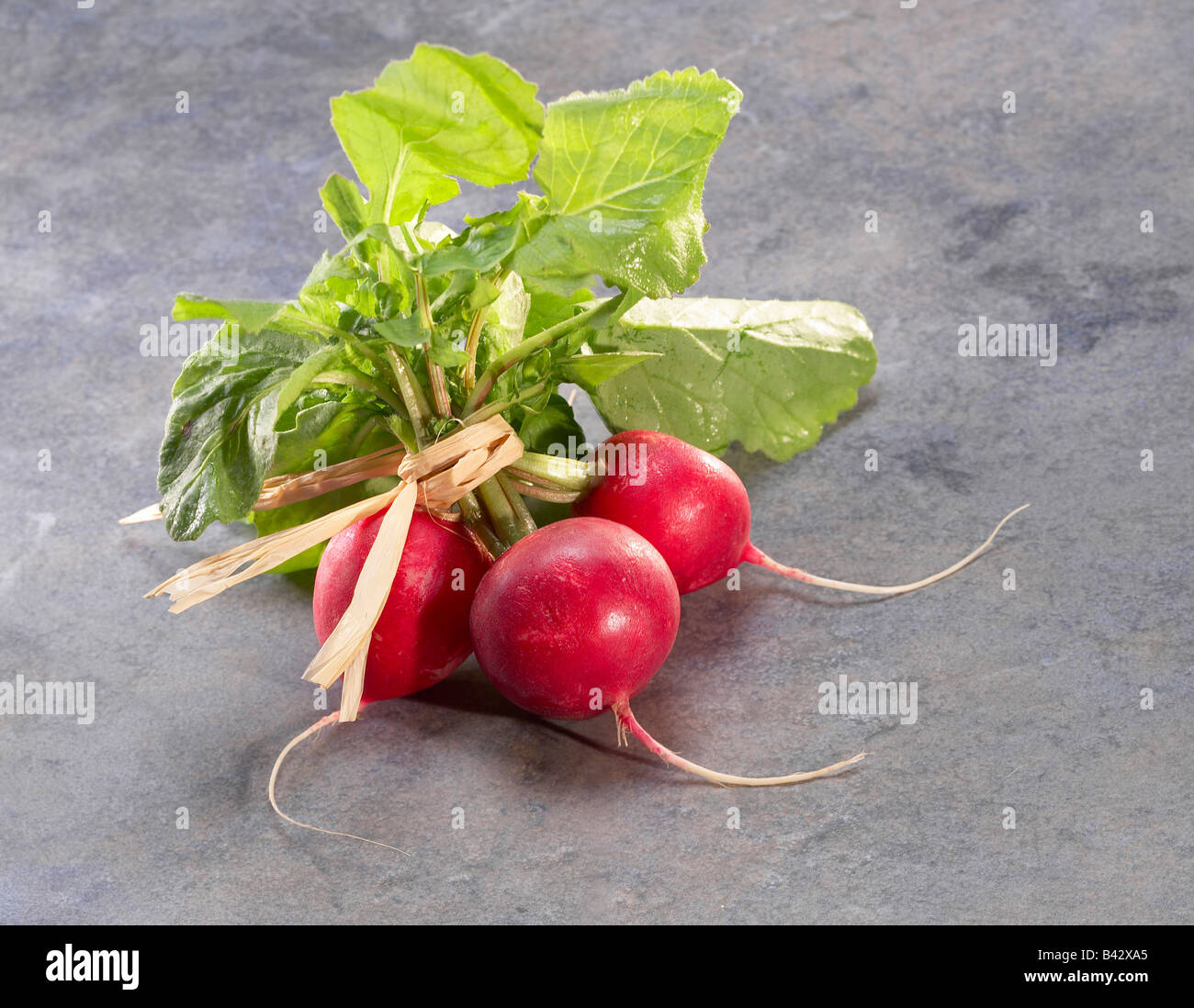 how to cut radishes for salad