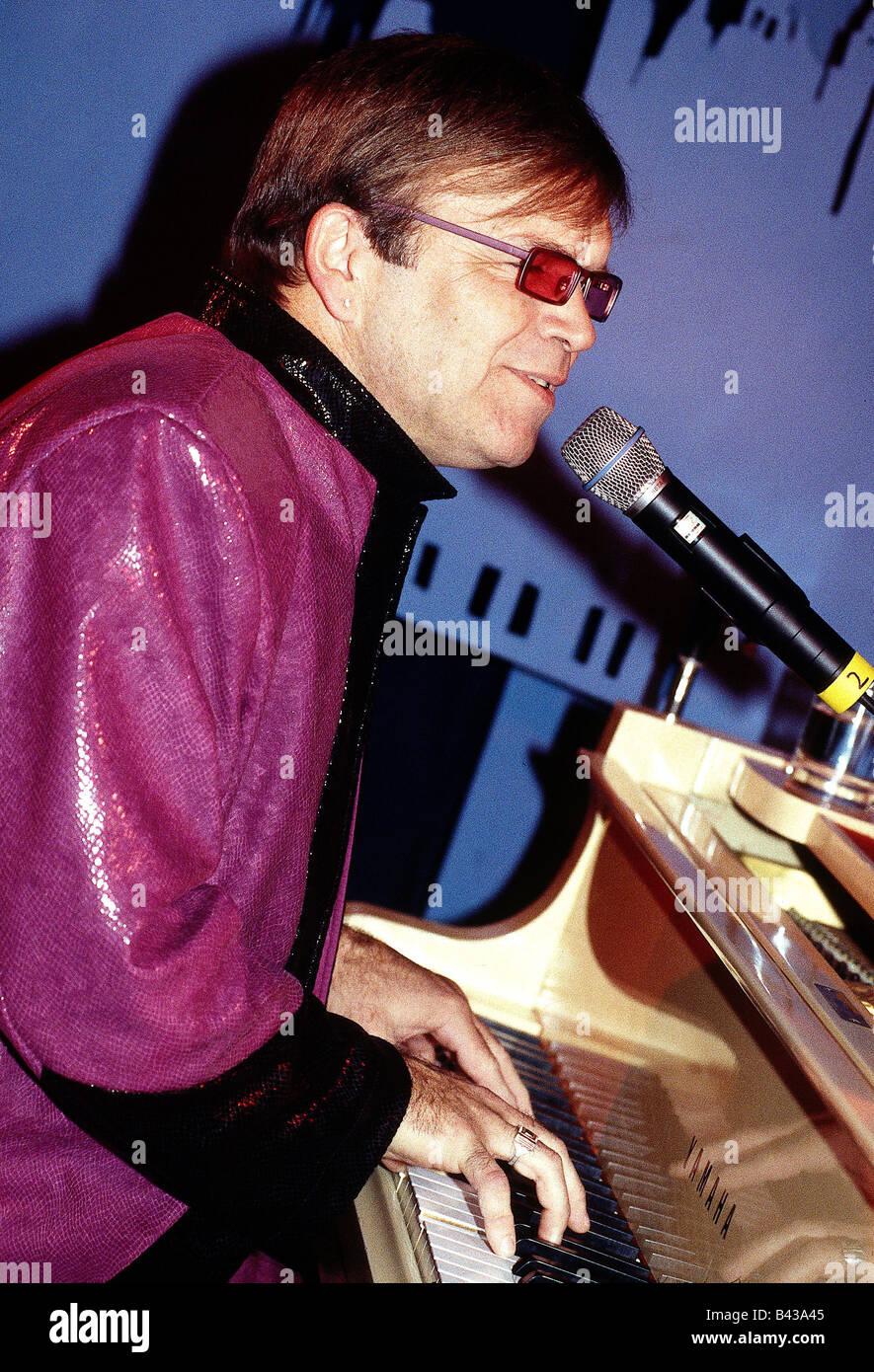 Adams, Mitch, singer, entertainer, look-alike, Elton John, half length, playing the piano, Munich, 13.11.2000, Additional - Stock Image