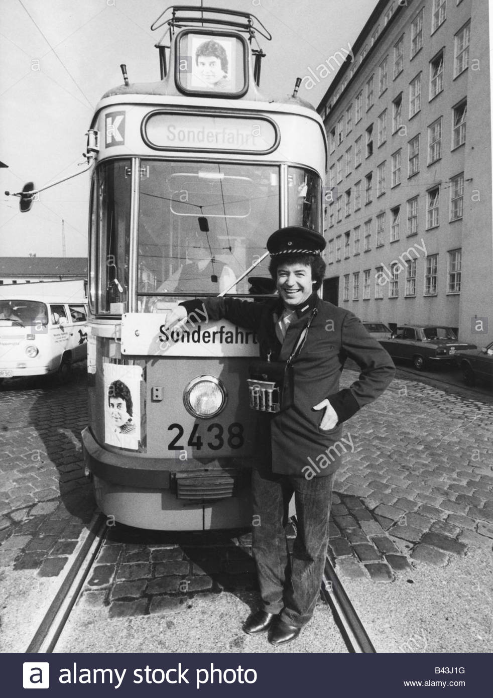Marshall, Tony, (Herbert Anton Hilger), * 3.2.1938, German singer, full length, in front of a tramway, Munich, Germany, - Stock Image