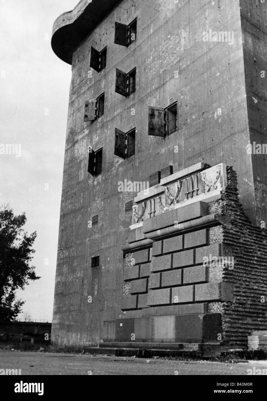 events, Second World War / WWII, Germany, aerial defence, anti-aircraft bunker at the zoo, Berlin, Additional-Rights - Stock Image