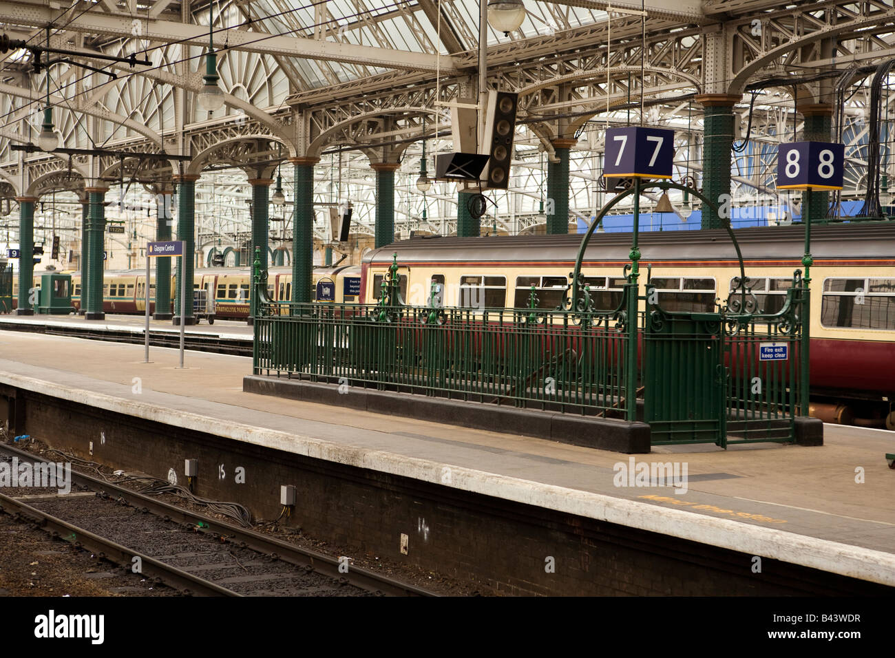UK Scotland Glasgow Central Railway Station platform decorative ironwork stairs - Stock Image