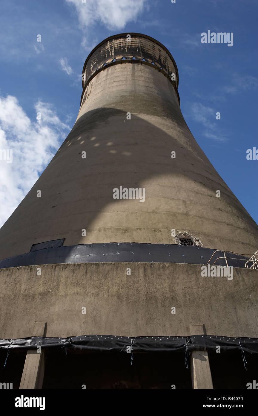 TINSLEY COOLING TOWERS DEMOLITION SHEFFIELD YORKSHIRE ENGLAND UNITED KINGDOM UK - Stock Image