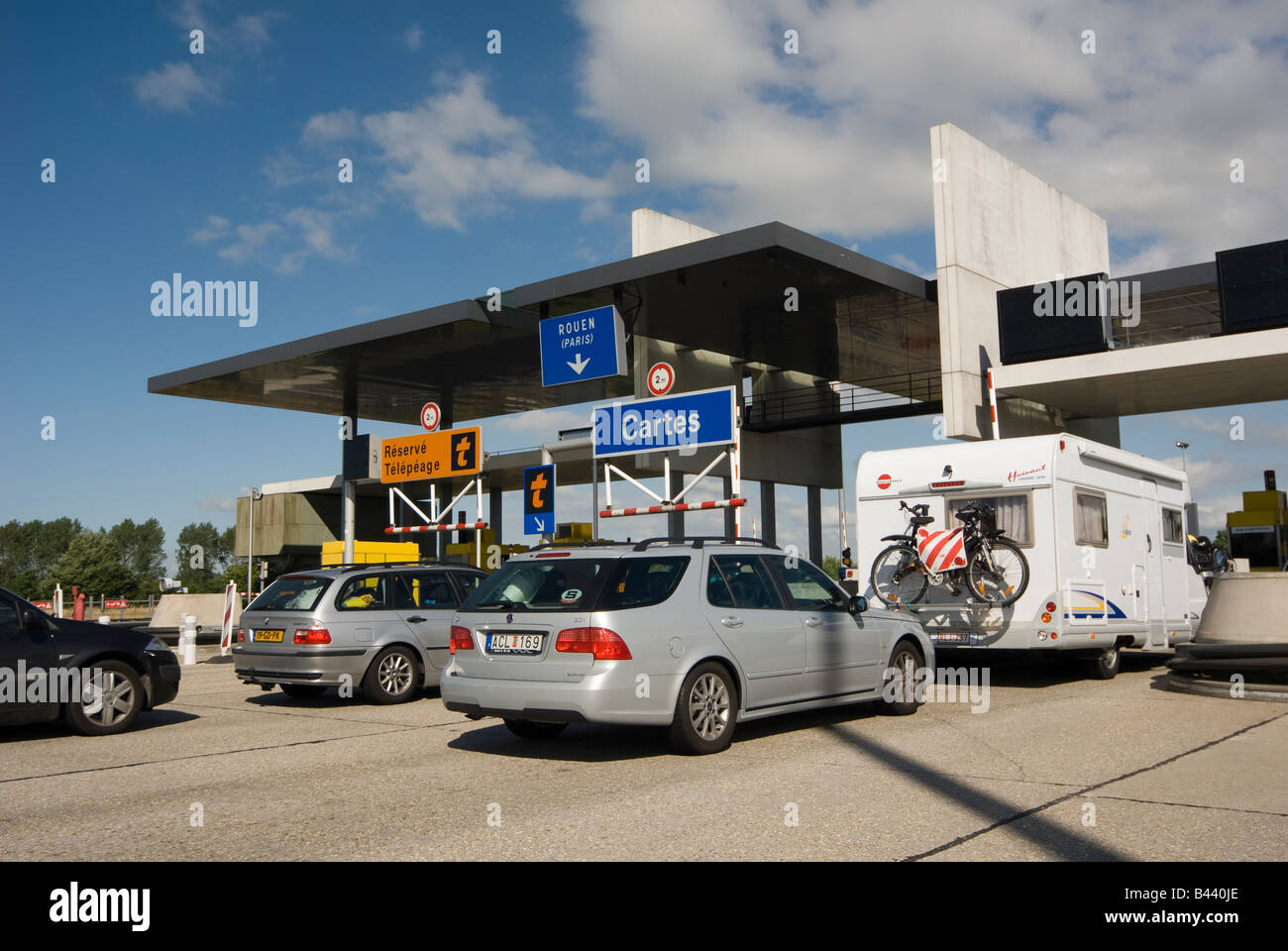 Traffic at a toll booth on the A13 in Normandy Péage A13 Autoroute de Normandie, France - Stock Image