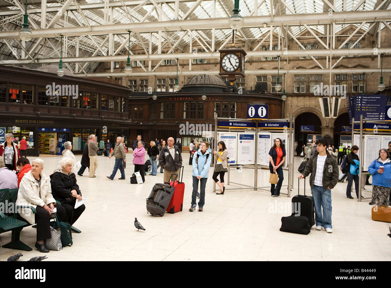 UK Scotland Glasgow Central Railway Station main concourse passengers waiting - Stock Image