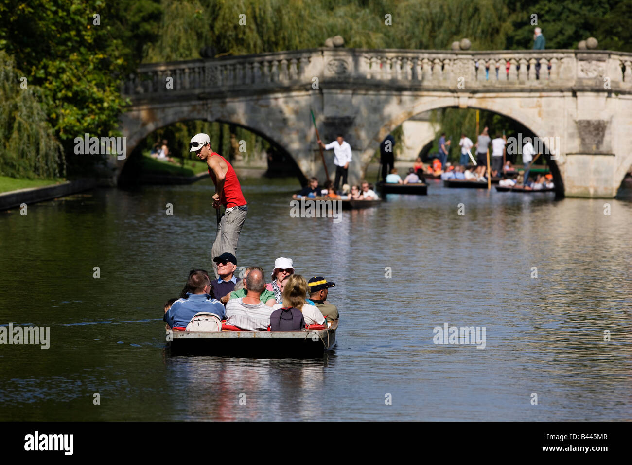 Punting on the River Cam by the banks of Queen's College Cambridge - Stock Image