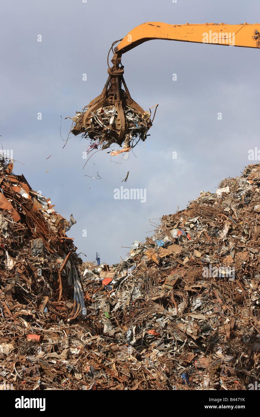 Claw grabbing scrap metal - Stock Image