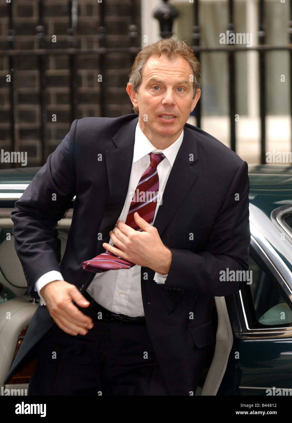 Tony Blair returns to No 10 from Sandhurst April 2003 - Stock Image