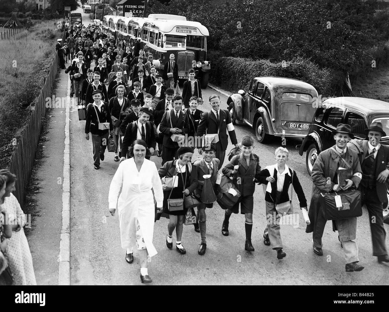 Schoolchildren evacuated from London during WW2 air raids 1939 - Stock Image