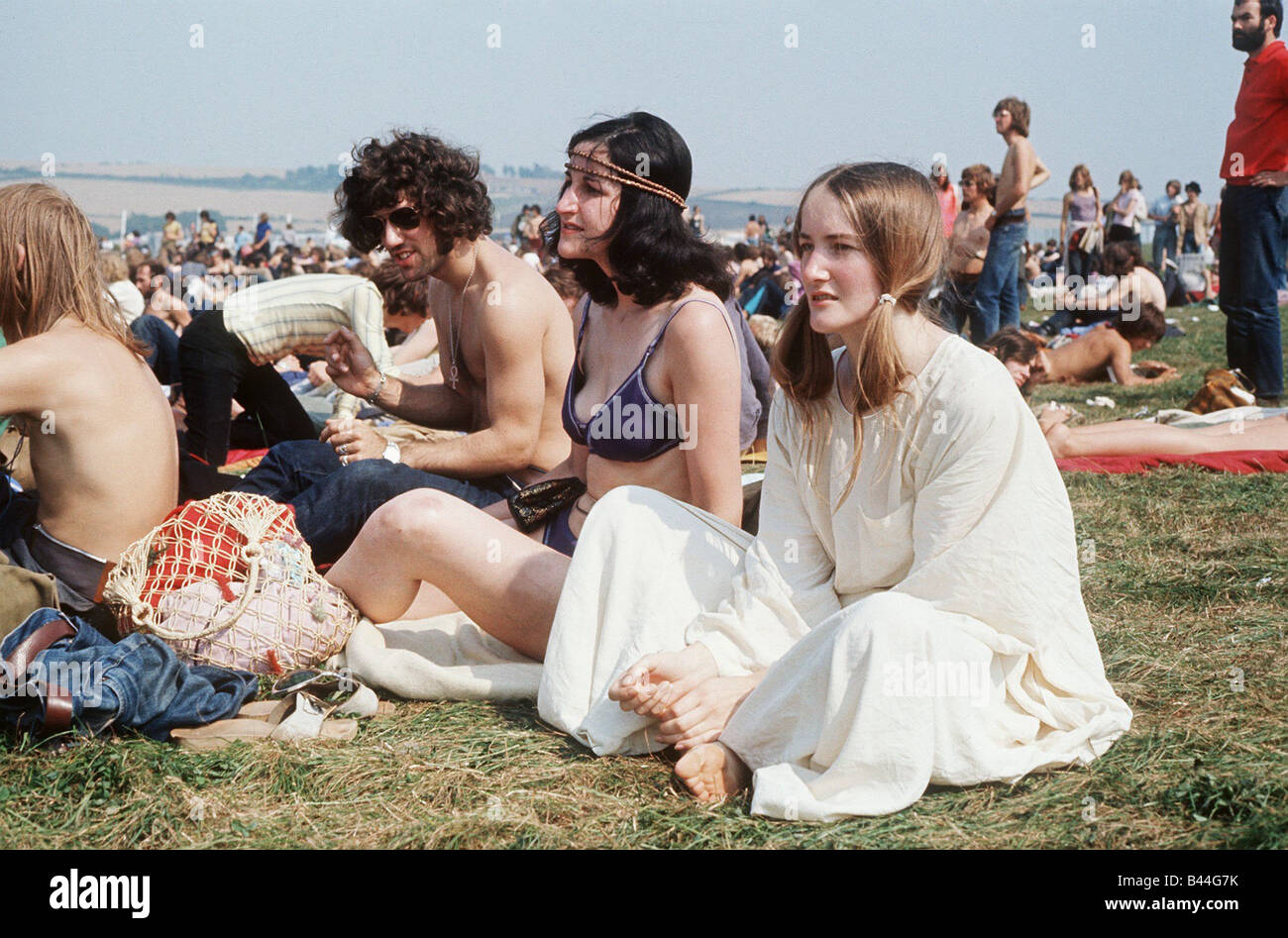 People sitting on grass at Isle of Wight Festival Hippies flower power Local Caption relaxedimages - Stock Image