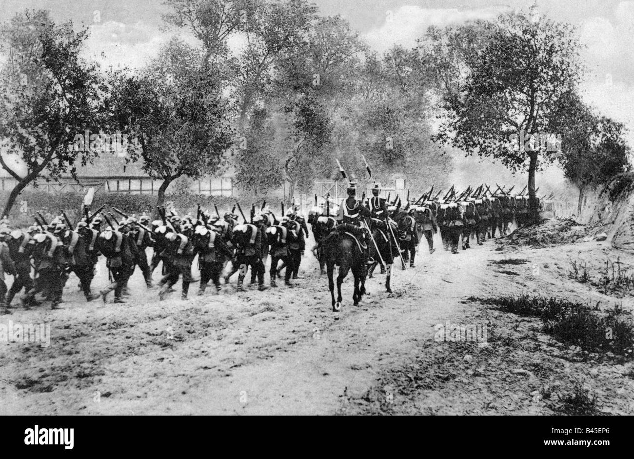 events, First World War / WWI, Western Front, German infantry on the march, accompanied by two uhlans, France, August - Stock Image