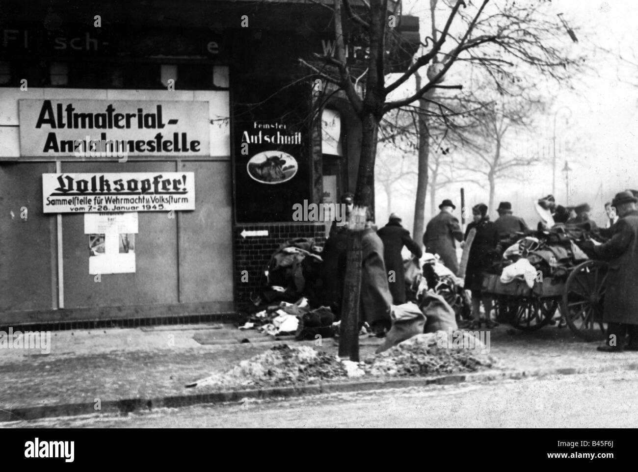 events, Second World War / WWII, Germany, potential recyclable collection for Wehrmacht and Volkssturm, 7. - 28.1.1945, - Stock Image