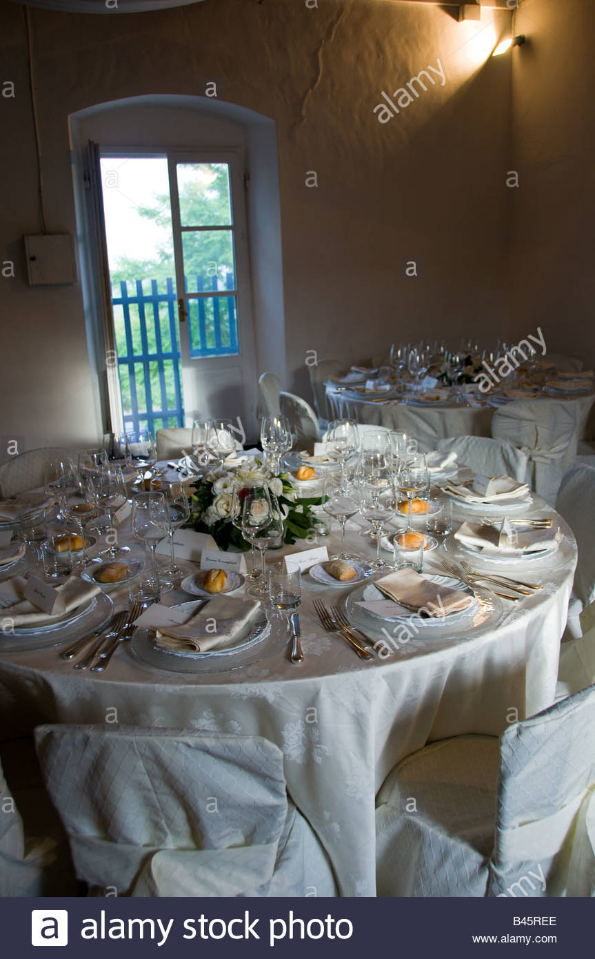 Indoor wedding dinner table place setting - Stock Image