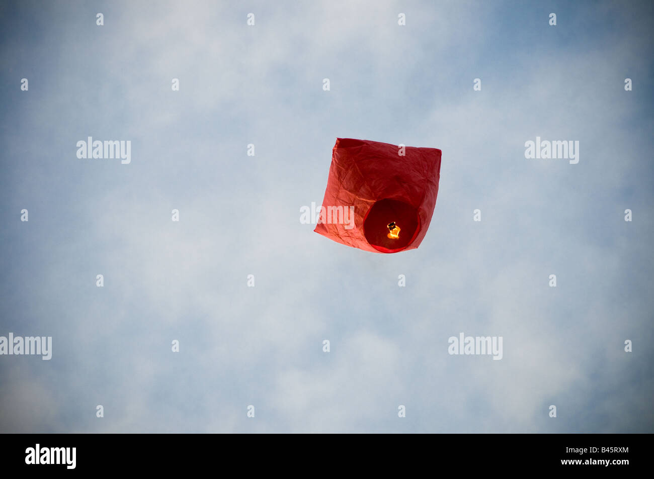 Hot air balloon lifting up in sky - Stock Image