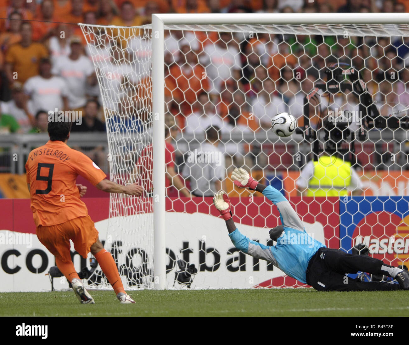 Sport, football, world championships, Netherlands versus Cote d'Ivoire, (2:1), Stuttgart, 16.6.2006, Additional - Stock Image
