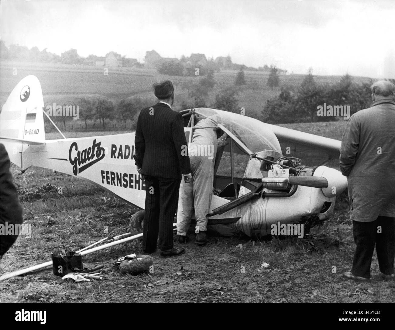 transport / transportation, aviation, events, German flight competition, emergency landing of an airplane, Siegkreis, - Stock Image