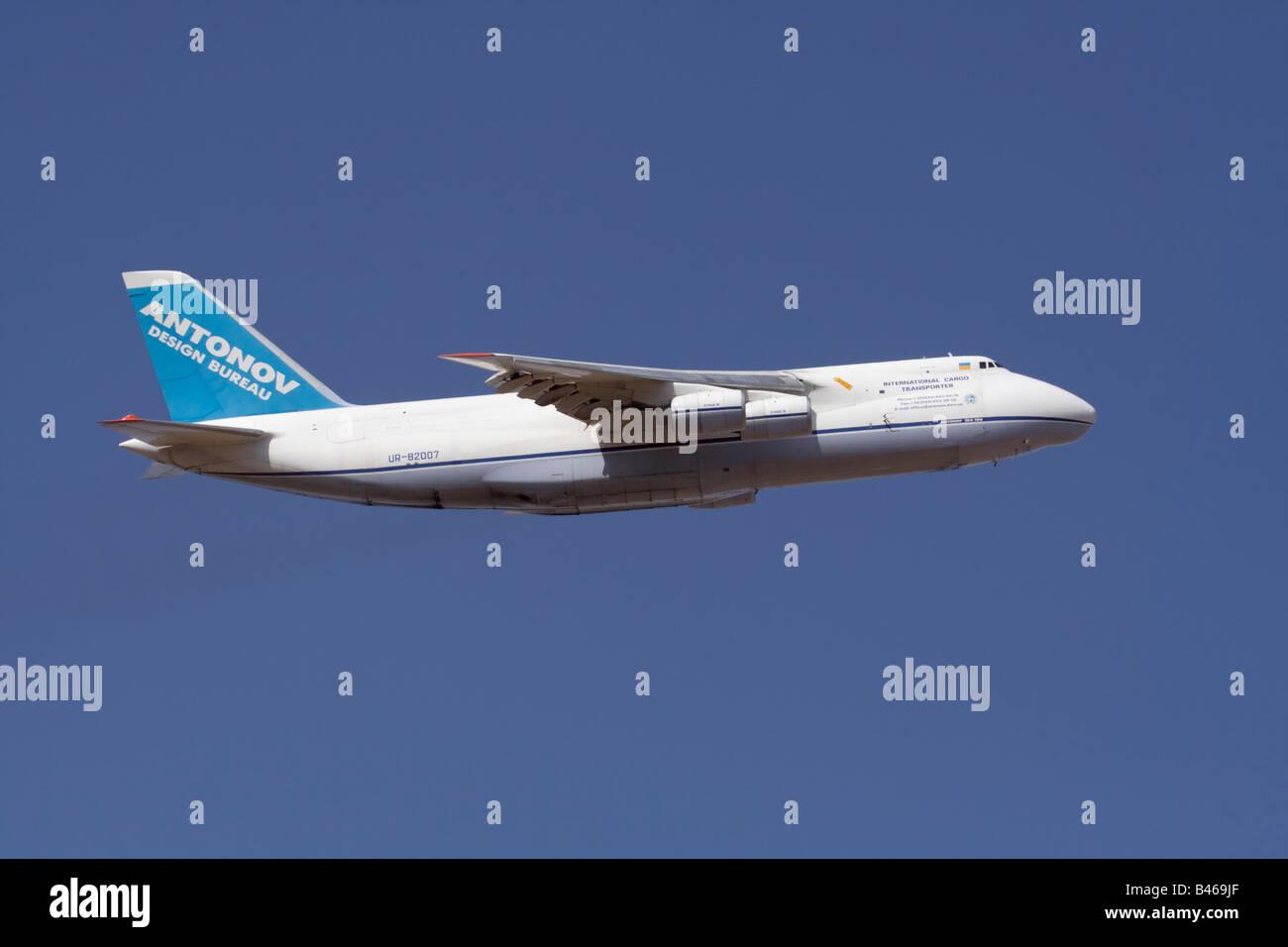 Air freight transport. Antonov Design Bureau An-124 Ruslan heavy cargo jet in flight against a clear blue sky - Stock Image