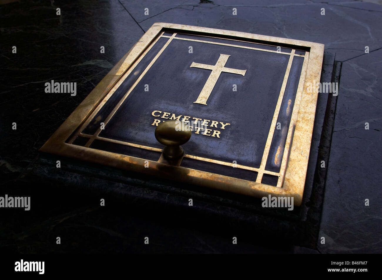Christian cross at a Commonwealth war cemetery, Abruzzo, Italy. - Stock Image