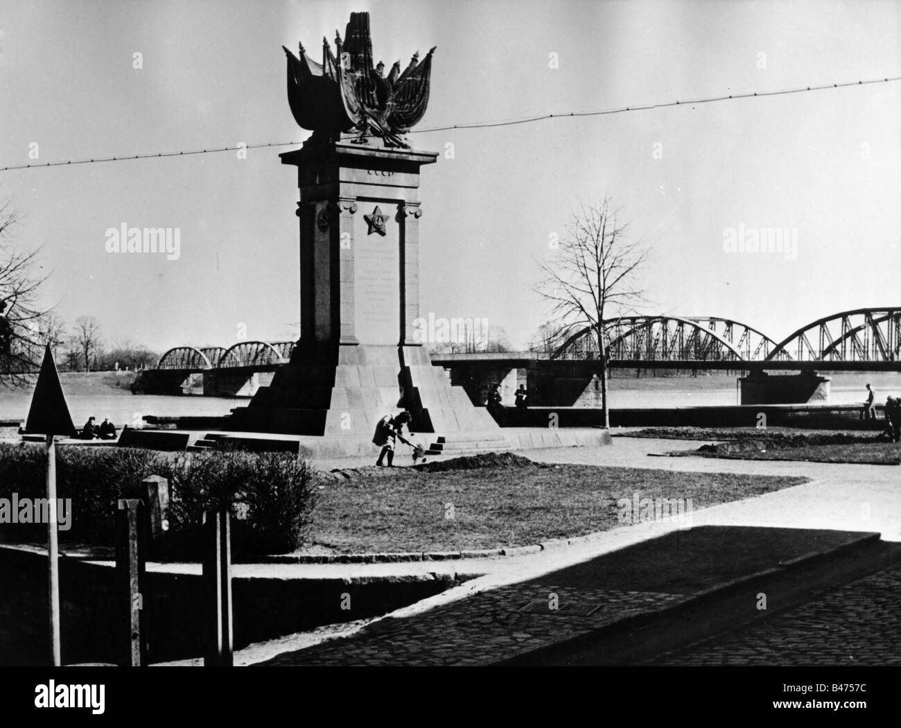 geography / travel, Germany, Torgau on the Elbe, monuments, monument to remember the meeting of meeting of Soviet Stock Photo