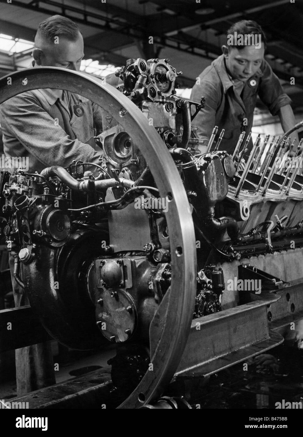 events, Second World War / WWII, Germany, armaments industry, checking a 1000 horsepower enginge, Additional-Rights - Stock Image
