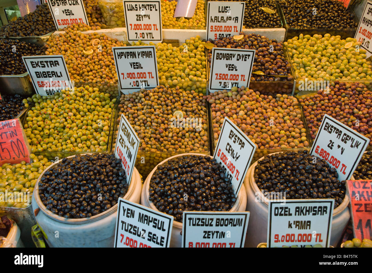 Olives at spice bazaar - Stock Image