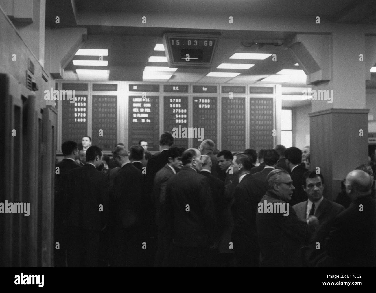 money / finance, exchanges, Paris, French Bullion Market, broker on the floor, 15.03.1968, Additional-Rights-Clearances - Stock Image